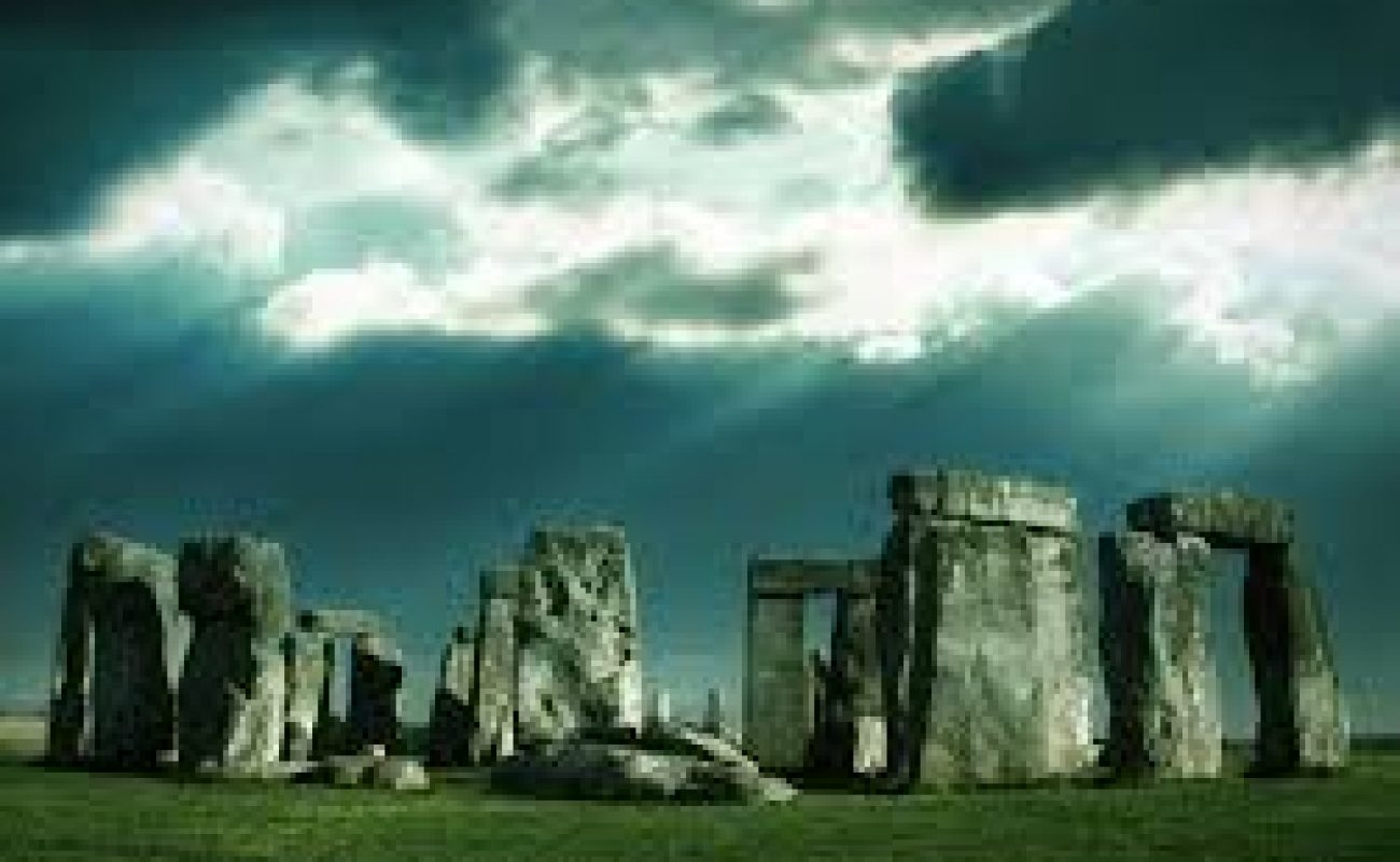 Stonehenge a alien infrastructure   A deep analysis of mysteries in Hindi.